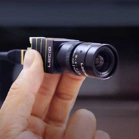 凤凰24 x 24 mm型号,带紧凑型NF安装镜头NF120-5M